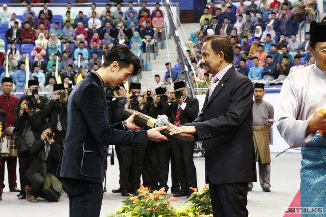 吳尊多元發展 獲頒汶萊最佳模範青年