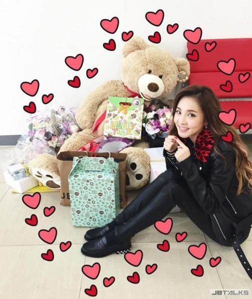 最潮女團2NE1多變精靈Dara 邁入輕熟女