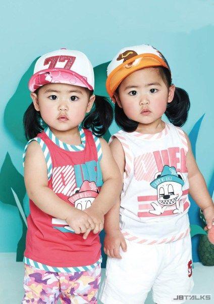 Shoo攜子拍寫真 雙胞胎笑容燦爛