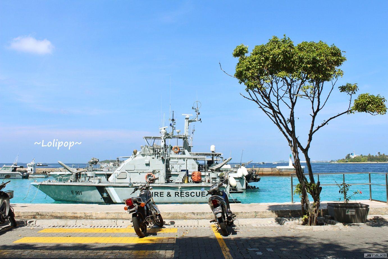 整条沿海的码头都是搭船的地方 要记住号码