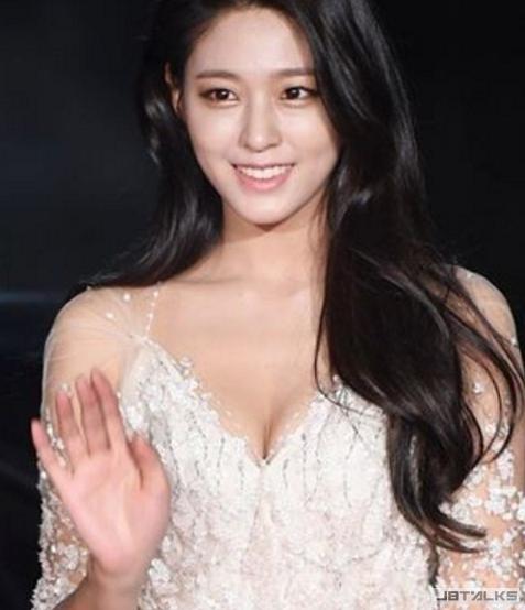 AOA大勢女神雪炫跨界 接演藝大賞主持棒