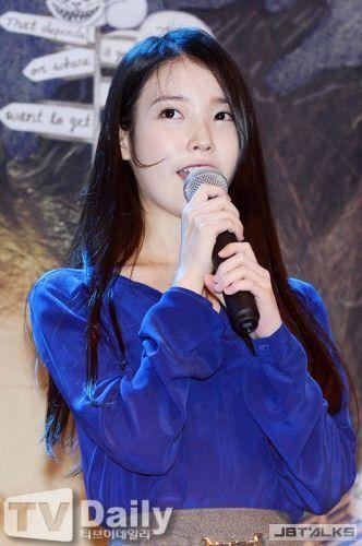韓星IU唱廣東歌《囍帖街》大讚 聖誕再次度港