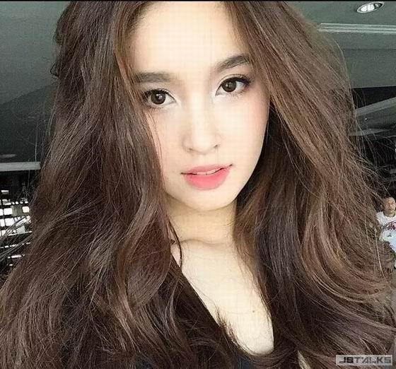 李安跟「最美人妖」合影 傻傻分不清