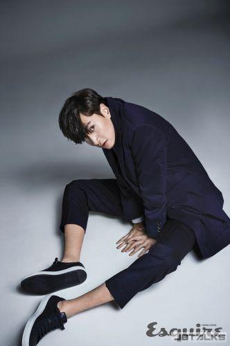 李光洙登《Esquire HK》1月號封面 變長腿潮人