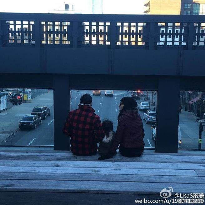 吳彥祖妻曬一家溫馨合照 光看背影也幸福