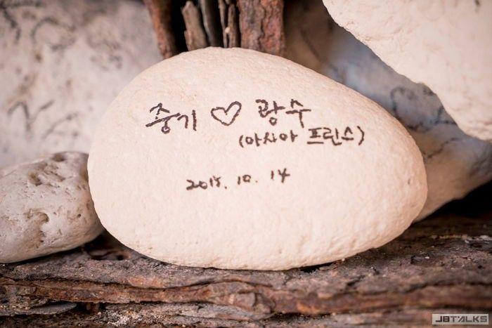 《太陽的後裔》花絮:宋仲基對李光洙的愛情表現
