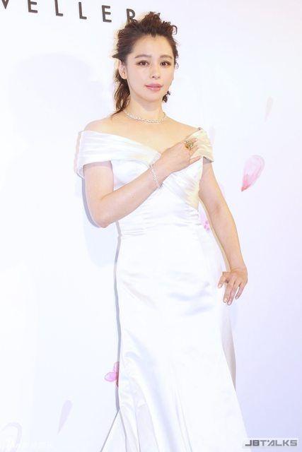 徐若瑄產後復出身姿婀娜 雪白禮服華美優雅