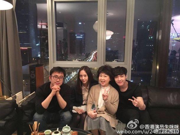 香港演員朱咪咪分享與LAY、Krystal合照