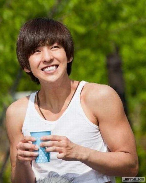 前SJ成員起範和新東家簽約 以演員身份開始活動